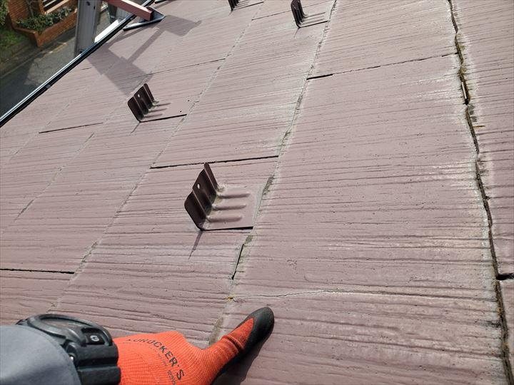 船橋市夏見にて行ったスレート屋根調査でスレートのひび割れを発見