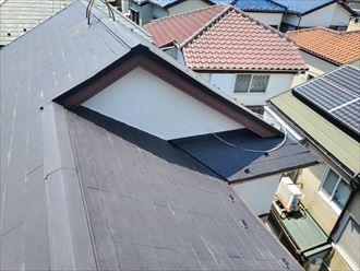 八千代市八千代台西にて棟板金が浮いたスレート屋根調査