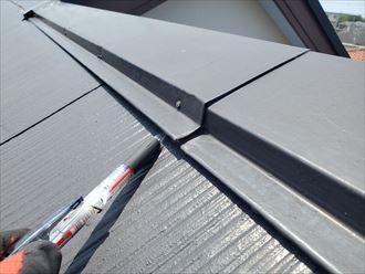 スレート屋根の棟板金の浮き