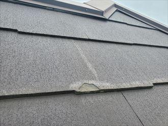 コロニアル屋根調査で欠けを発見