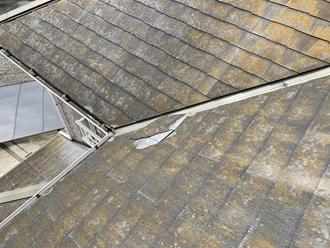 コロニアル屋根のヒビ割れ