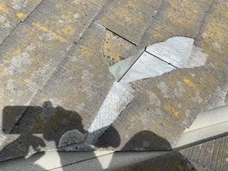 コロニアル屋根のヒビ割れでズレ