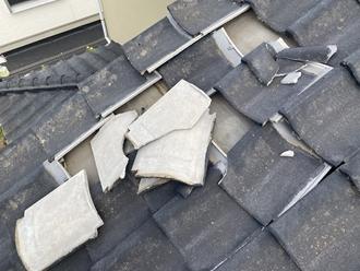 セメント瓦の台風被害、捲れ