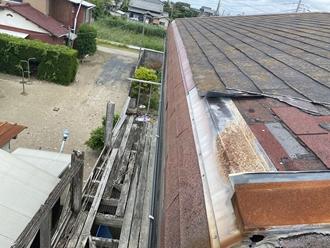 コロニアル屋根の破損