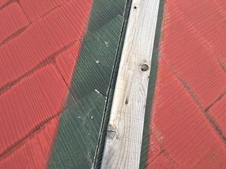 棟板金の台風被害、貫板の飛散
