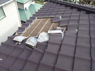 屋根の瓦がズレてしまっています