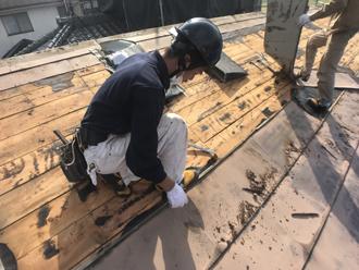 既存の金属屋根を撤去