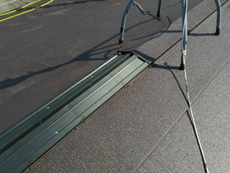 貫板を設置し上から板金で覆い固定する