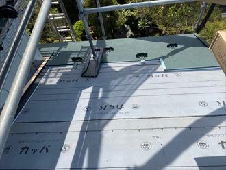 屋根葺き替え工事でスーパーガルテクト敷設
