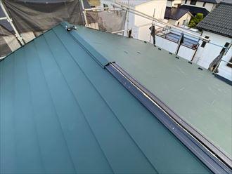 屋根葺き替え工事で棟板金の貫板のタフモックを設置