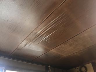 雨漏りが発生している室内天井