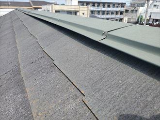 鎌ケ谷市南初富で行ったスレート屋根調査で棟板金の浮きを発見