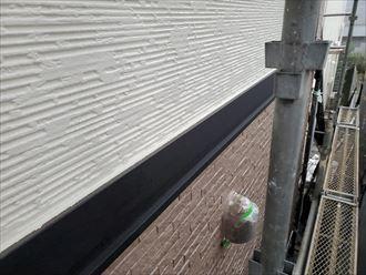 外壁塗装工事で幕板を境にツートンカラーに仕上げました