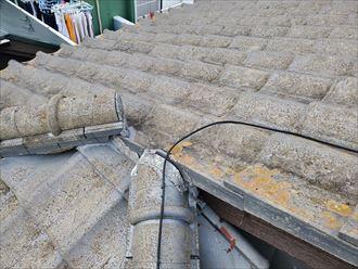 漆喰に隙間が出来ていますので雨水が浸入する危険性があります
