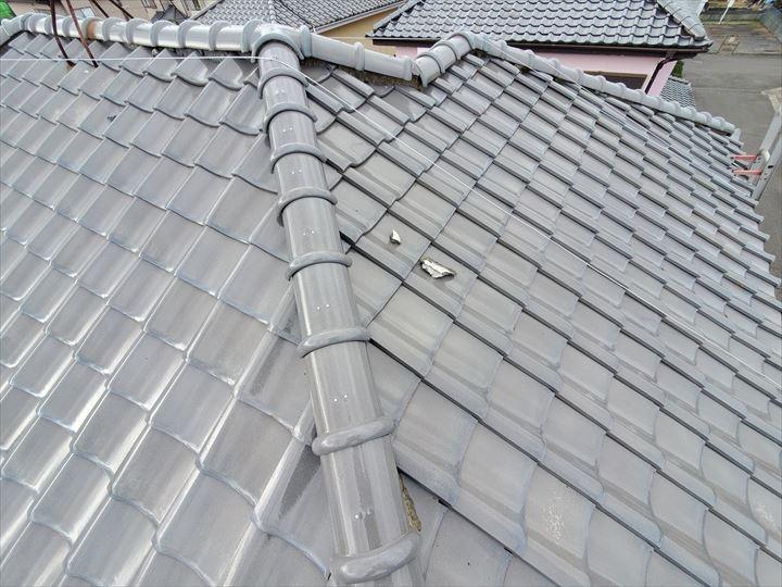瓦屋根の漆喰が剥がれてしまっています