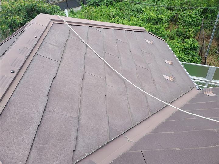 習志野市谷津にて行ったスレート屋根調査でひび割れを発見