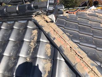 棟瓦の一時撤去と劣化した漆喰などの撤去