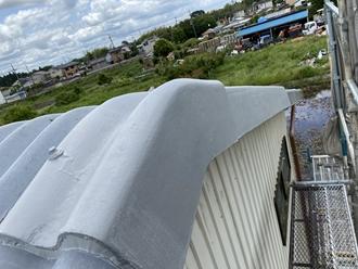 大波スレートの塗装、棟部