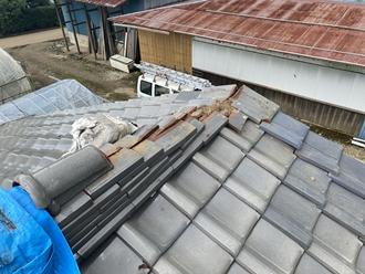 棟瓦の台風被害、雨漏りの可能性