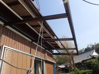 令和元年房総半島台風によってベランダの屋根も飛散してしまっていました