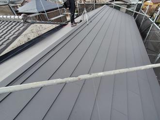 葺き替え工事で復旧後の屋根