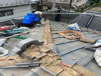 棟取り直し工事で既存の棟を解体