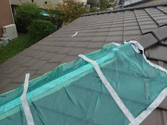 台風により飛ばされた棟瓦