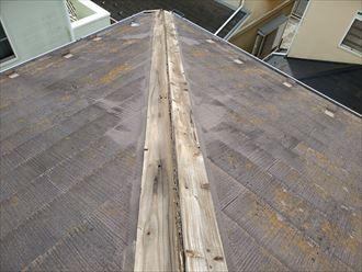 棟板金の下地材の貫板が腐食