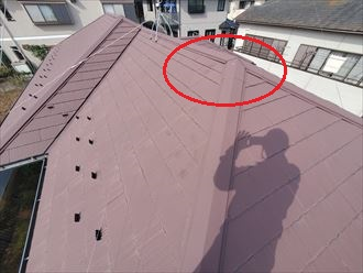 令和元年房総半島台風の被害を受けた棟板金