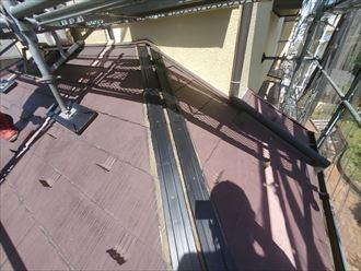 貫板にタフモックを使用した棟板金交換工事の様子