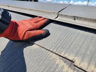スレート屋根の棟板金の反り
