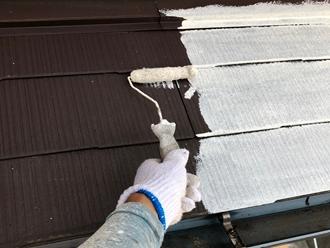 屋根塗装工事中塗り