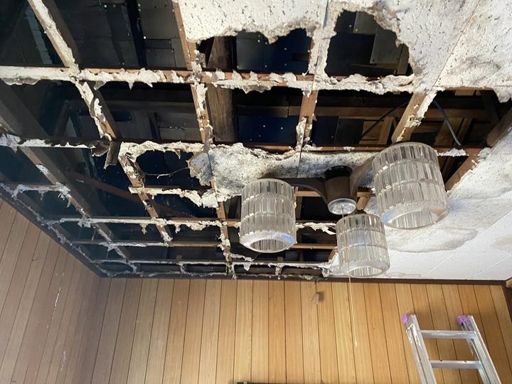 室内の雨漏り調査