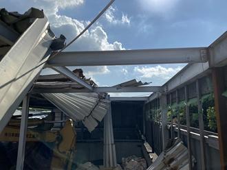 折半屋根台風被害