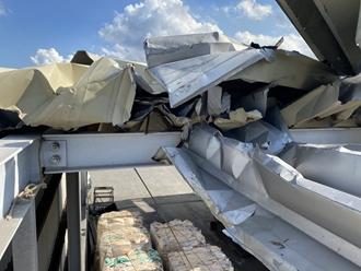 折半屋根、台風被害