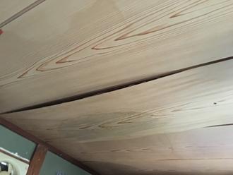 室内目透かし天井、雨漏り