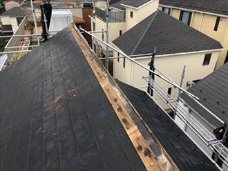 台風で片流れ屋根の棟板金が飛散