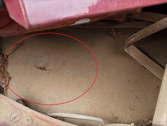 瓦屋根の防水紙の穴開きにより雨漏りが発生