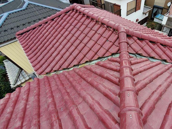 屋根部分葺き直し工事と棟取り直し工事が完了致しました
