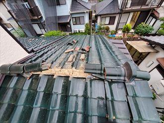 令和元年房総半島台風の影響で下屋根の棟が崩れてしまいました