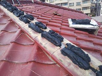 棟取り直し工事でのし瓦を積んでいきます