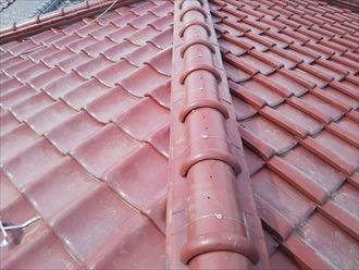 棟取り直し工事で冠瓦を銅線で固定致します