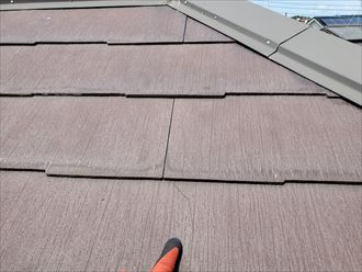 屋根材のコロニアルネオにひび割れ