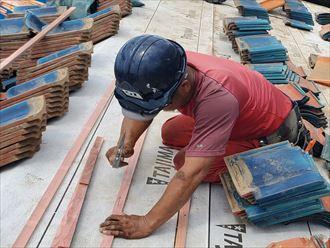 屋根葺き直し工事で瓦桟を設置