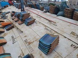 屋根葺き直し工事で防水紙を敷設