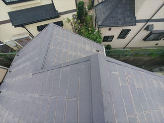 経年の劣化により塗膜が剥がれたスレート屋根