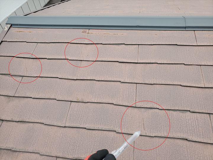 スレート屋根にひび割れ