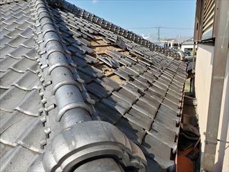 令和元年房総半島台風の影響で桟瓦が外れてしまい防水紙が露出
