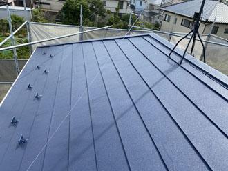 スーパーガルテクトで屋根カバー工法を行った屋根