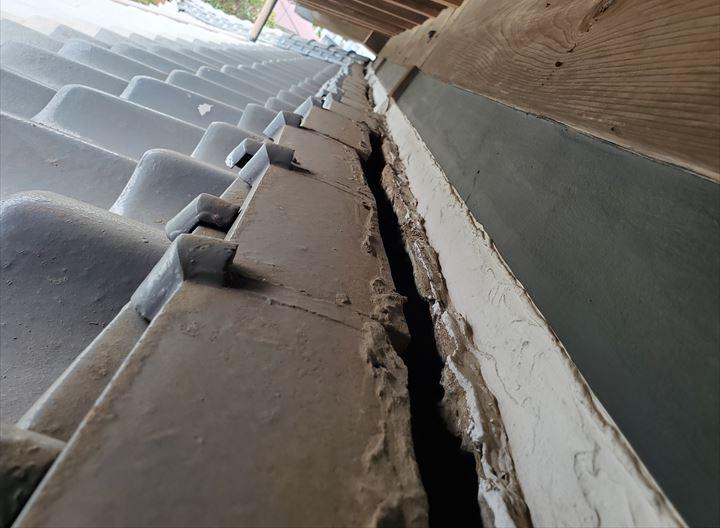 土居のしの漆喰の劣化によりのし瓦が落下しそうです